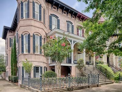 独户住宅 for sales at Historic Savannah 302 E. Huntingdon Street Savannah, 乔治亚州 31401 美国