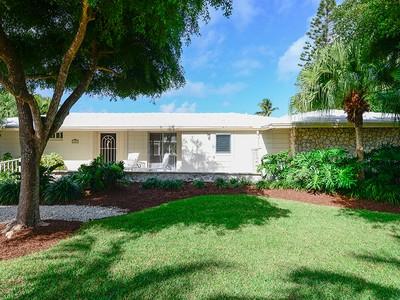 Casa para uma família for sales at Charming One-Level Cottage at Ocean Reef 409 Carysfort Road Key Largo, Florida 33037 United States