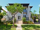 Maison unifamiliale for  rentals at Tropical Isle Homes 462 Ridgewood Rd  Key Biscayne, Florida 33149 États-Unis
