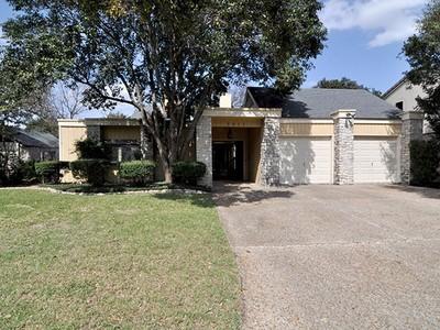 Частный односемейный дом for sales at Beautiful Gem in Northwood 2611 Country Hollow  San Antonio, Техас 78209 Соединенные Штаты