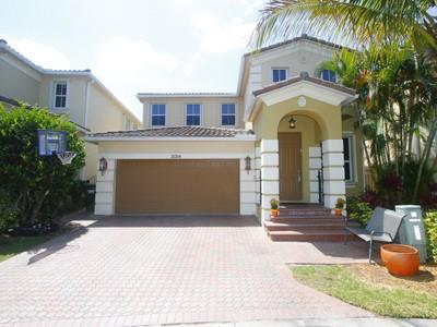 Nhà ở một gia đình for sales at 21214 NE 32 Place  Aventura, Florida 33180 Hoa Kỳ