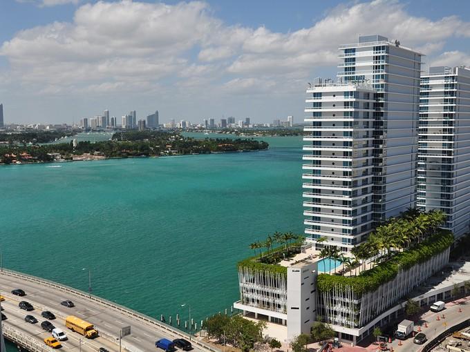 共管式独立产权公寓 for sales at Icon South Beach 450 Alton Rd. Unit 1910 Miami Beach, 佛罗里达州 33139 美国