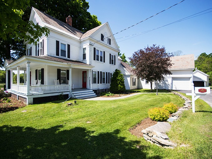 Einfamilienhaus for sales at The Cambridge Farm 3 Perry Lane   Cambridge, New York 12816 Vereinigte Staaten