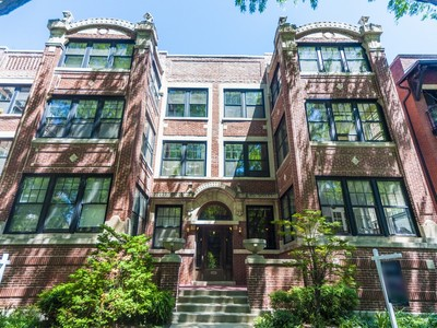 Condominium for sales at Gorgeous Vintage Duplex 752 W Buena Avenue Unit 1E Chicago, Illinois 60613 United States