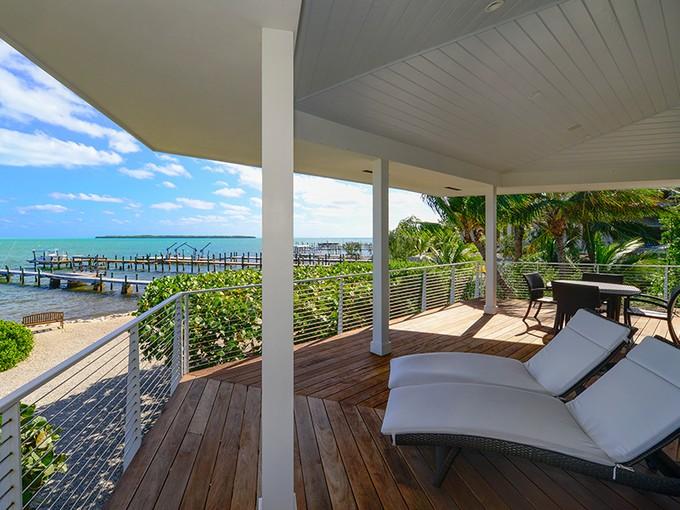獨棟家庭住宅 for sales at Exquisite Oceanfront Property 260 Tarpon Street Tavernier, 佛羅里達州 33070 美國
