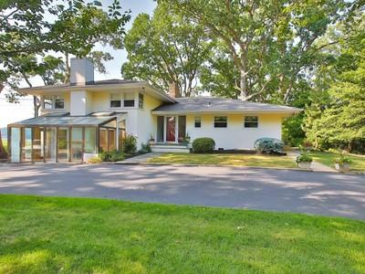 独户住宅 for sales at Rumson Exceptional Waterfront 144 Black Point Rd Rumson, 新泽西州 07760 美国