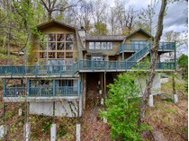 Einfamilienhaus for sales at Smoky Mountain Cabin 1952 St. Moritz Drive   Gatlinburg, Tennessee 37738 Vereinigte Staaten