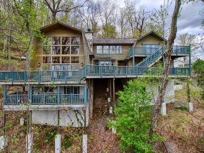 一戸建て for sales at Smoky Mountain Cabin 1952 St. Moritz Drive  Gatlinburg, テネシー 37738 アメリカ合衆国