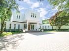 独户住宅 for  sales at Unique Contemporary 104 Codman Road Brookline, 马萨诸塞州 02445 美国