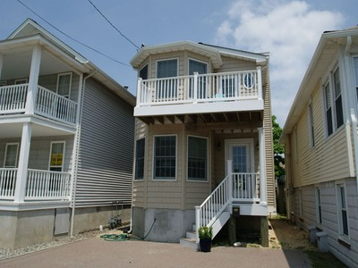 Maison unifamiliale for sales at Beautiful Bayside Home 128 K Street  Seaside Park, New Jersey 08752 États-Unis