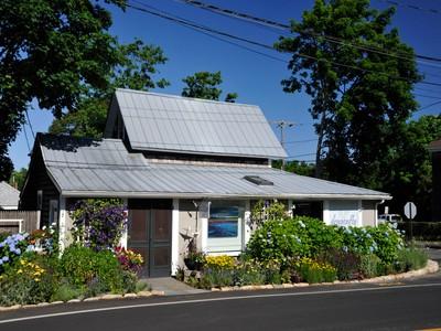 Eigentumswohnung for sales at Oak Bluffs Art's District Condo 91 Dukes County Avenue Oak Bluffs, Massachusetts 02557 Vereinigte Staaten