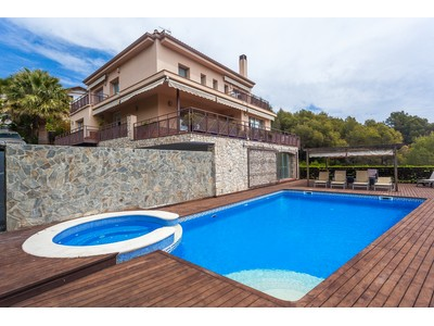 Maison unifamiliale for sales at Bright, modern and spacious villa in the best area of Sitges Sitges, Barcelona Espagne