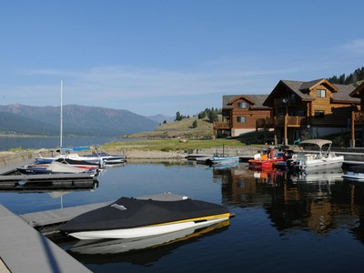 Condominium for sales at Lakeview Condo 5 50 Lake Shore Drive West Yellowstone, Montana 59758 United States