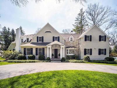 獨棟家庭住宅 for sales at Classic Standard 4 Point O Woods Road Darien, 康涅狄格州 06820 美國