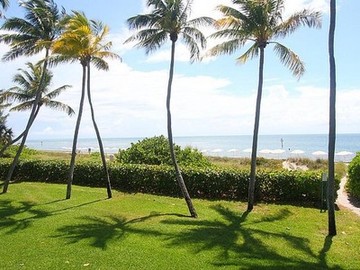 Appartement en copropriété for sales at Key Colony Condo 121 Crandon Blvd Unit 255 Key Biscayne, Florida 33149 États-Unis