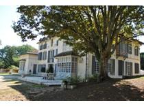 Nhà ở một gia đình for sales at Chateau  Other Aquitaine, Aquitaine 24240 Pháp