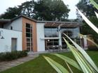 Частный односемейный дом for  sales at MAISON D'ARCHITECTE DE PLAIN PIED BORDEE AU SUD PAR LA SEVRE  Nantes, Луара 44200 Франция