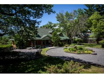 Casa para uma família for sales at Tranquil Adirondack Lifestyle 8174 Route 9N Elizabethtown, Nova York 12932 Estados Unidos