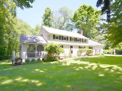 단독 가정 주택 for sales at Classic Colonial on Quiet Cul de sac 18 Tannery Hill Road Ridgefield, 코네티컷 06877 미국