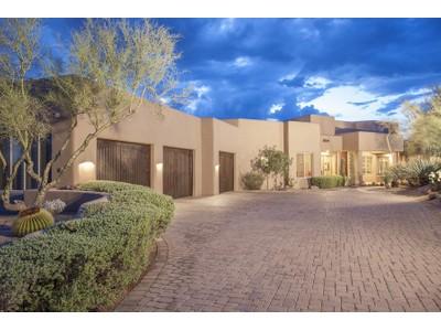 Частный односемейный дом for sales at Beautifully Remodeled Home In Sincuidados 8400 E Dixileta Drive #191 Scottsdale, Аризона 85266 Соединенные Штаты