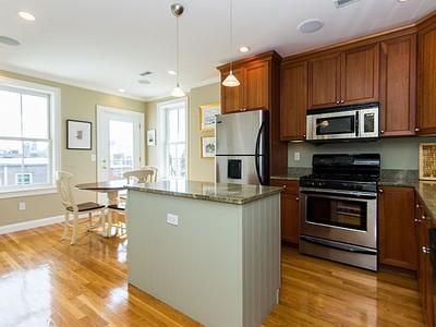 콘도미니엄 for sales at 17 Salem Street- Unit 3  Boston, 매사추세츠 02129 미국