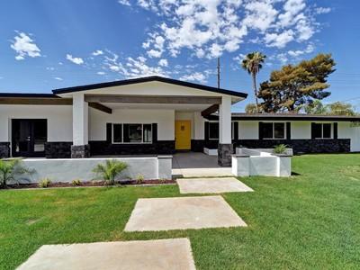 Частный односемейный дом for sales at Fabulous Remodel In The Heart Of The Arcadia Neighborhood 5911 E Calle Del Paisano Phoenix, Аризона 85018 Соединенные Штаты