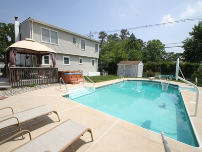 Casa para uma família for sales at Great Curb Appeal 276 Wisteria Drive  Brick, Nova Jersey 08723 Estados Unidos