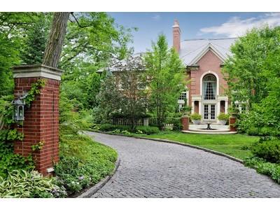 Einfamilienhaus for sales at Masterpiece Home in Deerfield 690 Brierhill Road Deerfield, Illinois 60015 Vereinigte Staaten