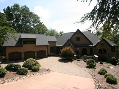 Moradia for sales at Compelling & Lovely Waterfront Home 211 Sunrise Pointe Way Salem, Carolina Do Sul 29676 Estados Unidos
