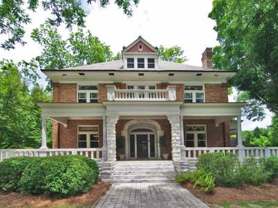 Moradia for sales at Superbly Crafted Historic Home 88 E Broad Street Newnan, Geórgia 30263 Estados Unidos