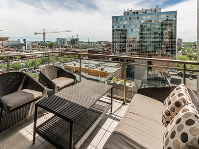 Condominio for sales at Montréal Old Montreal 650 Rue Notre-Dame O., apt. 1002 Montreal, Quebec H3C1J2 Canadá