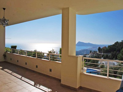 Maison unifamiliale for sales at Spacious apartment with sweet views  Altea La Vella, Alicante Costa Blanca 03599 Espagne