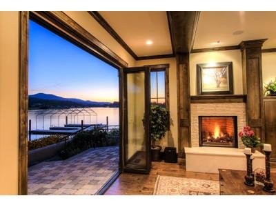 Otras residenciales for sales at Luxurious Riverfront Home 3852 W Shoreview Ln Coeur D Alene, Idaho 83814 Estados Unidos