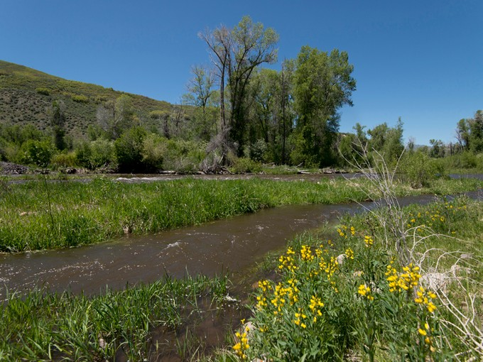 Terrain for sales at Twenty-two acres with Weber River Frontage 5951 N State Road 32 Peoa, Utah 84055 États-Unis