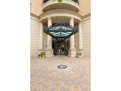 콘도미니엄 for sales at Exceptionally Spacious Condo In The Borghese 3286 Northside Parkway NW #607 Atlanta, 조지아 30327 미국
