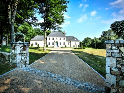 Casa para uma família for sales at Stately Colonial set on 8+ acres 19B Bayns Hill Road Boxford, Massachusetts 01921 Estados Unidos