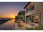 Maison unifamiliale for  sales at 2476 Bayshore Drive  Newport Beach, Californie 92663 États-Unis