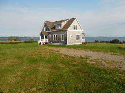 Maison unifamiliale for sales at First Light Cottage 851 South Lubec Road Lubec, Maine 04652 États-Unis