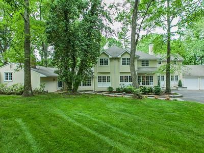 Maison unifamiliale for sales at Privately Nestled Down A Hidden Lane 66 Rosedale Lane Princeton, New Jersey 08540 États-Unis