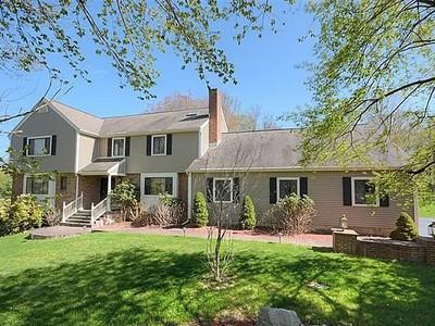 Maison unifamiliale for sales at Picturesque 5 Bedroom Colonial 214 Keeler Drive Ridgefield, Connecticut 06877 États-Unis