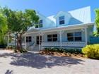 Villa for  sales at Stunnung Canal Home 136 Venetian Drive   Islamorada, Florida 33036 Stati Uniti