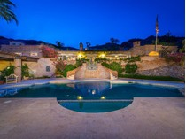 Villa for sales at Timeless Adobe Hacienda Retreat Is Inspired By Nature While Ensconced In Luxury 7502 N Clearwater Pkwy   Paradise Valley, Arizona 85253 Stati Uniti