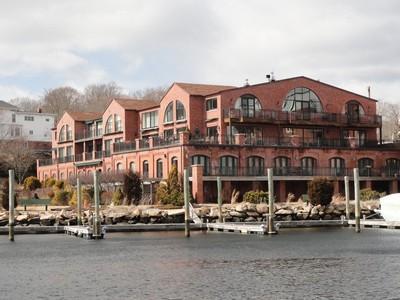 Vivienda unifamiliar for sales at Waterfront Penthouse 17 Water Street A-11 Mystic, Connecticut 06355 Estados Unidos
