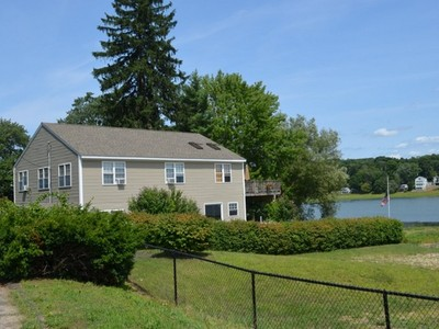 Einfamilienhaus for sales at Views of Lake Beseck 44 Lake Shore Dr  Middlefield, Connecticut 06455 Vereinigte Staaten