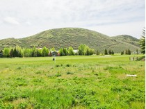 Terreno for sales at Rarely available flat lot on the Park Meadow Golf Course 2630 Broken Spoke   Park City, Utah 84060 Stati Uniti