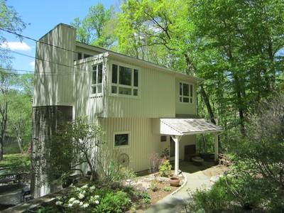 獨棟家庭住宅 for sales at Nature Lovers!! 30 Rogues Ridge Weston, 康涅狄格州 06883 美國