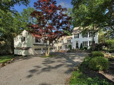 Villa for sales at Beautifully Updated Circa 1800's Home 2 Fox Hill Road  Tewksbury Township, New Jersey 07830 Stati Uniti