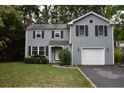 Einfamilienhaus for sales at Charm In The Woods 545 Forest Ave New Rochelle, New York 10804 Vereinigte Staaten