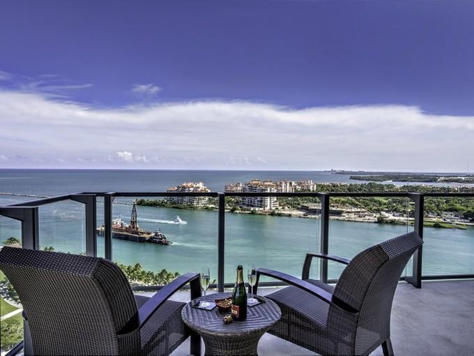 共管式独立产权公寓 for sales at 800 S Pointe Dr. #2001  Miami Beach, 佛罗里达州 33139 美国
