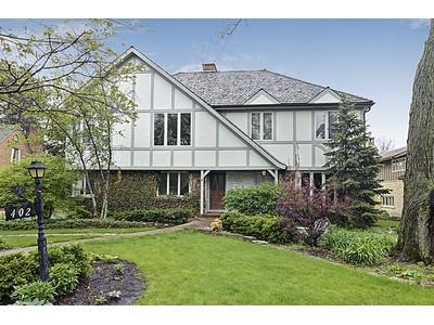 独户住宅 for sales at 402 Briargate Terrace  Hinsdale, 伊利诺斯州 60521 美国